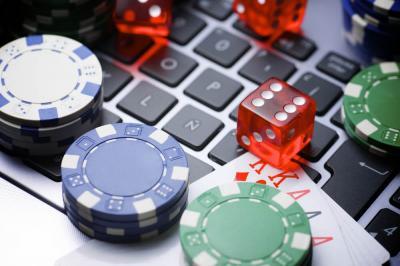 ordenador dados chips casino